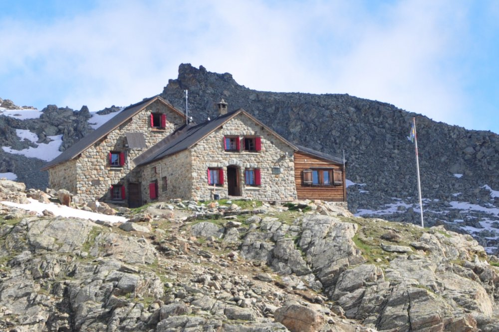 Photo of the Aiguilles Rouges Hut