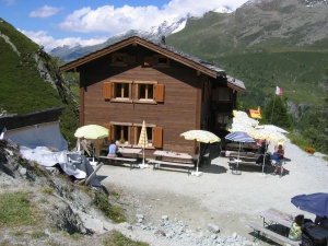 Photo of the Petit Mountet Hut