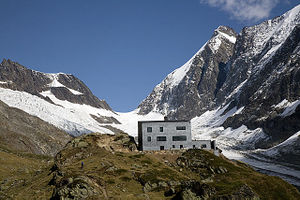 Photo of the Anen Hut